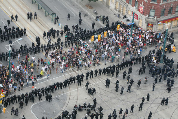 police in toronto kettling protesters at G20 meeting