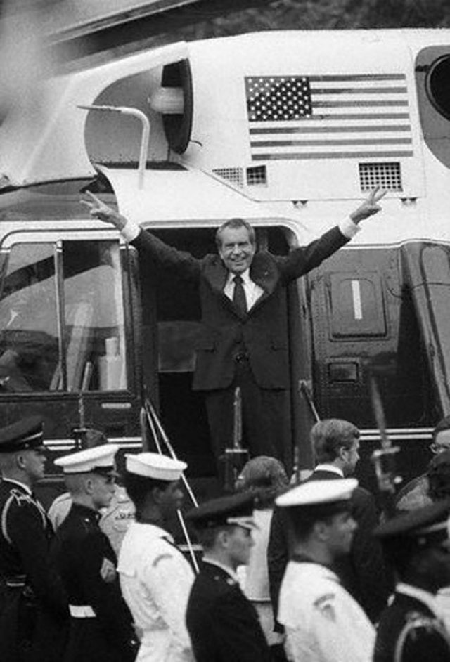 richard nixon boarding air force one helicopter for last time